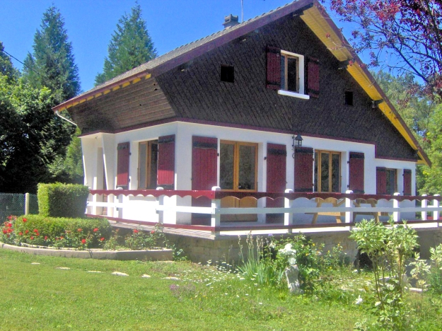 Gite rural à Doucier dans le Jura, en bordure du lac de Chalain